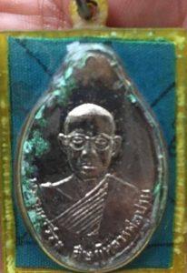 1108_เหรียญเกลียวเชือก – เหรียญบินใหญ่ เลี่ยมผ้ายันต์_02